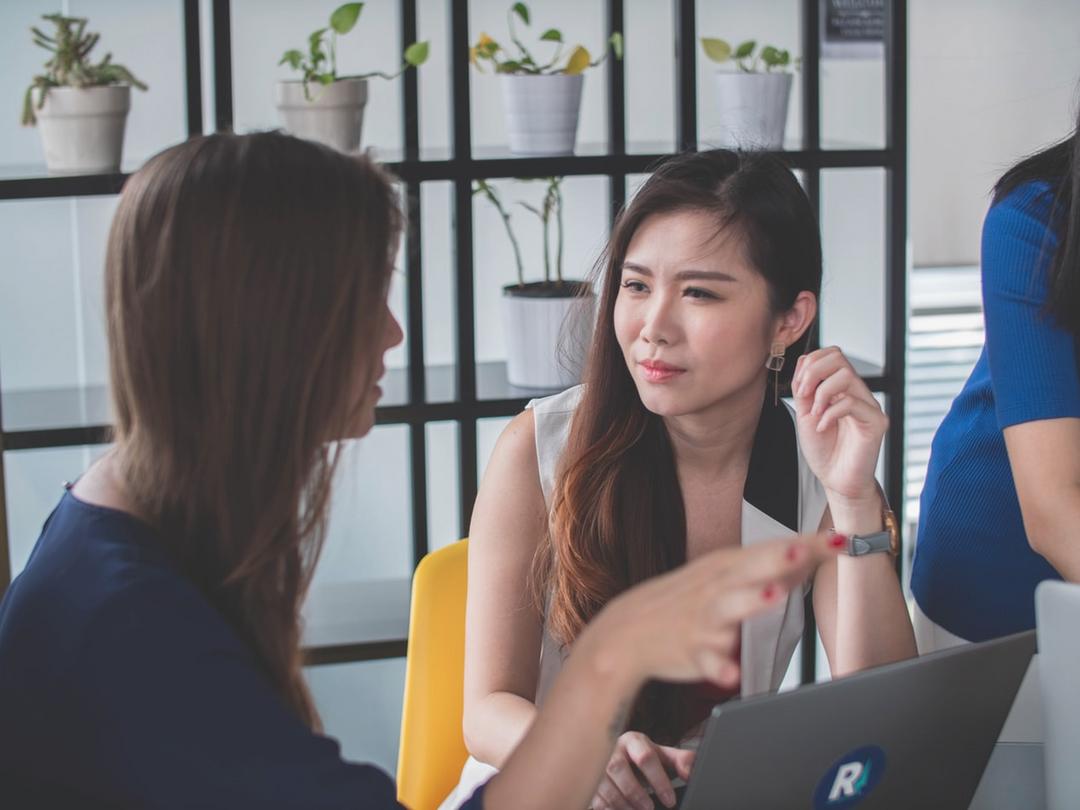 Überwinden Sie Sprachbarrieren am Arbeitsplatz
